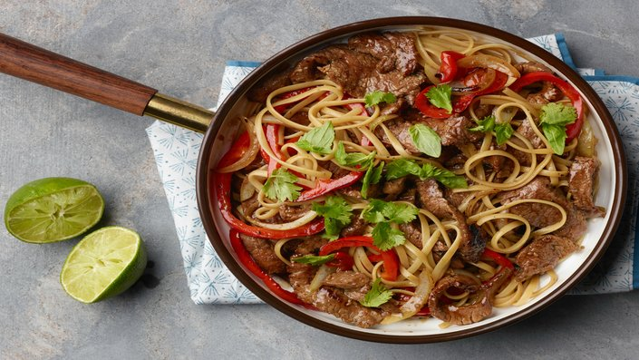 Ree Drummond's Thai Beef with Peppers for, LESSONS FROM GRANDMA/MICROWAVE VEGGIES/CHICKEN SOUP, as seen on Food Network's The Pioneer Woman. Episode: 16 Minute Meals Around the World